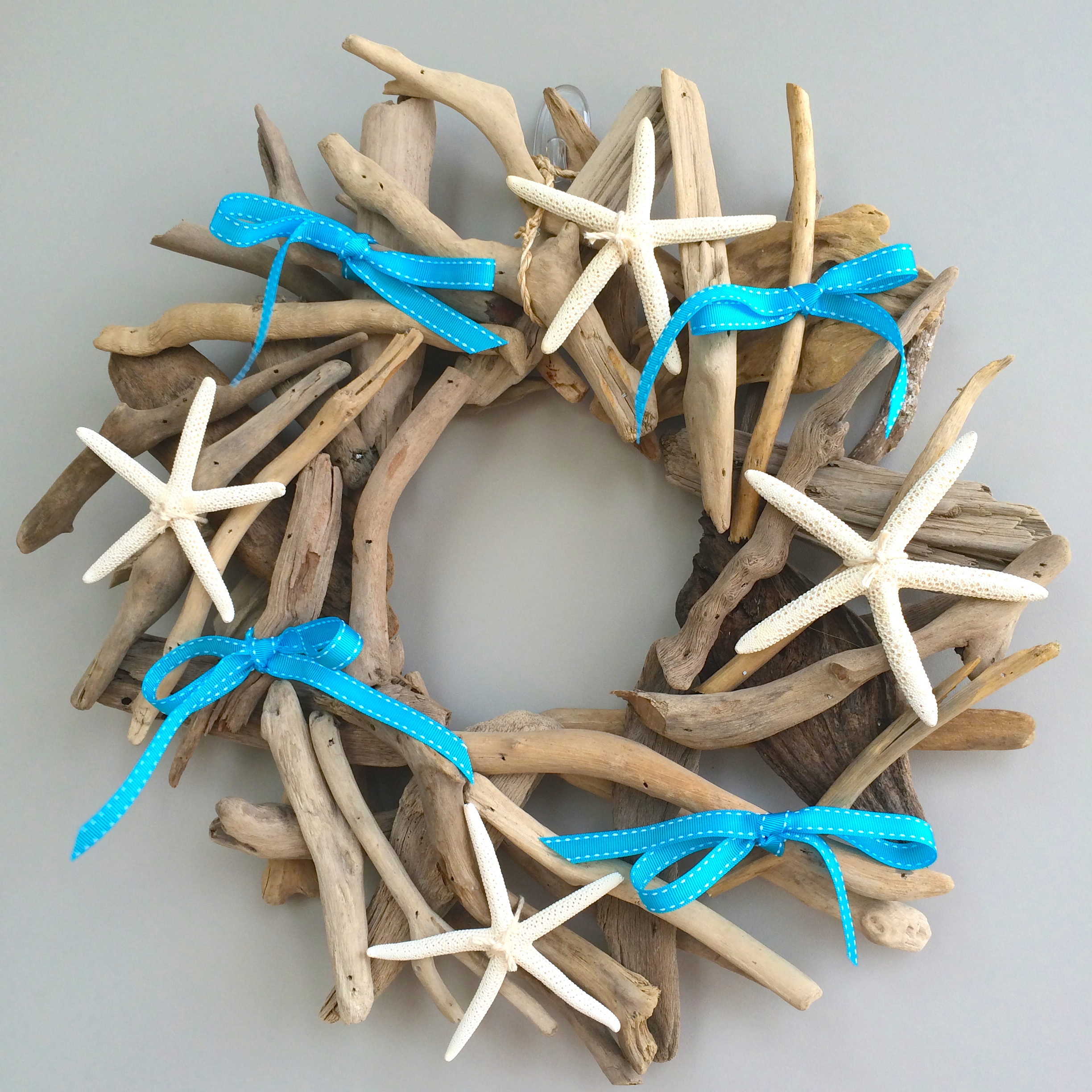 draft wood christmas wreath diy coastal beach star fish turquoise white - Beach Christmas Decorations
