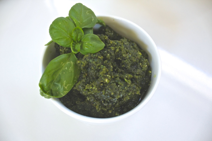 Basil kale cashew and walnut pesto Hey Bernice paleo gluten free dairy free and sugar free pasta dip recipe